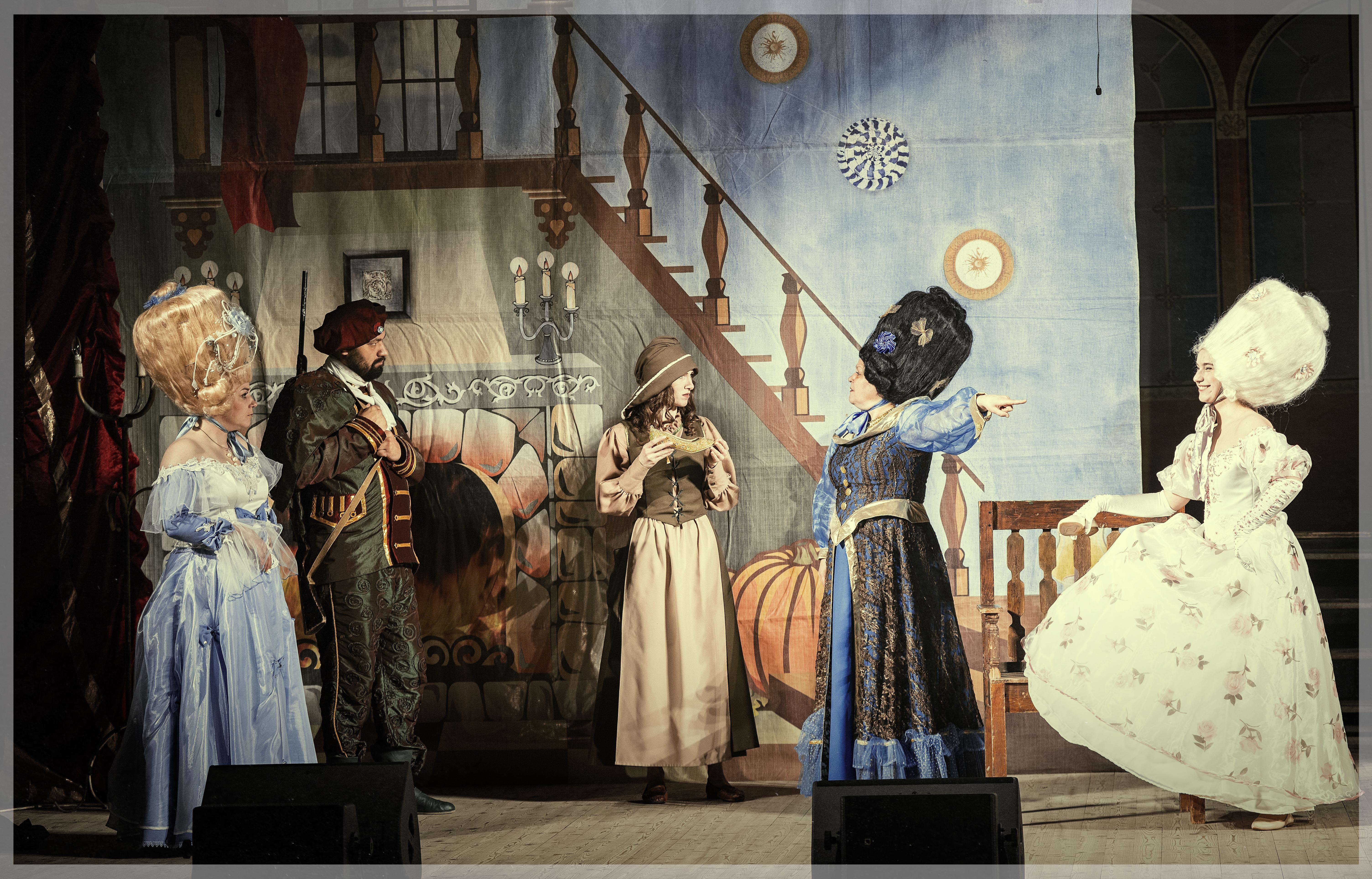 «Золушка» (Внимание!!! Спектакль пройдет на сцене ГАУК Брянский областной театр драмы им. А.К. Толстого)